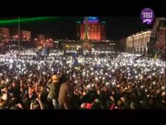 Anthem of Ukraine sang by about 200 thousand of Ukrainian people (December 14^ 2013) with lights of smartphones. #Євромайдан #Euromaidan #Евромайдан