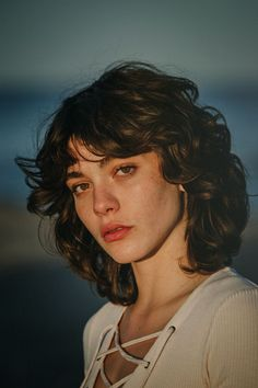 Mustang Originals Making Of Short Curly Hair making Mustang Originals Curly Hair With Bangs, Short Curly Hair, My Hair, Curly Hair Styles, Photographie Portrait Inspiration, Aesthetic People, Face Aesthetic, Aesthetic Beauty, Woman Face