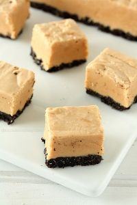 Easy Peanut Butter Oreo Fudge | www.chocolatemoosey.com