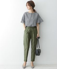 Just wear it and it& fashionable ♡ Let& wear tapered pants like spring! outfits style summer teenage frauen sommer for teens outfits Work Fashion, Fashion Pants, Fashion Dresses, Fashion Fashion, Spring Fashion, Fashion Tips, Classy Work Outfits, Chic Outfits, Summer Outfits