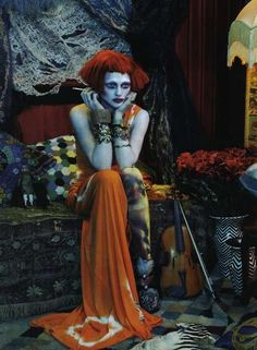 I ♥ the colors, the mood, the styling, the makeup - such a combination of rich, ornate details in a scene that looks like a dream