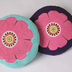 "Crocheted pillows. I have shown them in the newspaper "" Drömhem & Trädgård. Virkade kuddar "" nyponrosor"". Eget mönster #Drömhem #Pillow #crochet #virkade #Flowers  #Kuddar #inredning #virkning #design Household Items, Veronica, Magenta, Coin Purse, Purses, Pillows, Studio, Interior, Crafts"