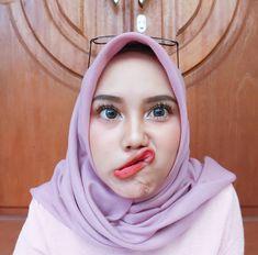 Pin Image by Hijaber Mantap Casual Hijab Outfit, Hijab Chic, Beautiful Muslim Women, Beautiful Hijab, Modern Hijab Fashion, Muslim Fashion, Cute Eyes, Girl Hijab, Muslim Girls