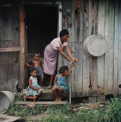 Mother and Children, Mobile, Alabama, 1956 © The Gordon Parks Foundation, Courtesy Howard Greenberg Gallery, New York