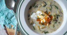 kulajda Thing 1, Vegan Recipes, Vegan Meals, Cheeseburger Chowder, Soup, Eggs, Breakfast, Jars, Vegane Rezepte