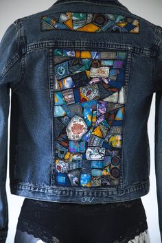 Jeans & Co. Denim jacket custom mosaic of fabrics Diy Jeans, Denim Kunst, Denim Fashion, Fashion Models, Fashion Women, Jean Diy, Artisanats Denim, Moda Jeans, Denim Ideas