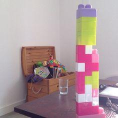 Cadeau ultime de la part de ma nièce: la tour en legos ! #bébé #famille #jeux #lego #babysitting #lastdayofvacation