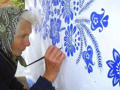 90 Year Old Grandma Turns Small Village Into Art Gallery With Hand Painted Flowers Summer Painting, Time Painting, House Painting, Painting Flowers, Woman Painting, Artist Painting, Arte Floral, Motif Floral, Traditional Paintings