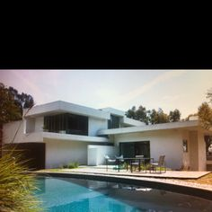 Schindler House & MAK Center for Art and Architecture, Los Angeles Architecture Wallpaper, Modern Architecture, California Architecture, Beautiful Architecture, Schindler House, Boutique Homes, Vacation Home Rentals, Construction, International Style