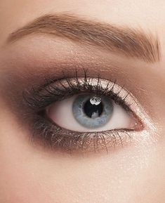 Simple Eye make up that highlights lashes