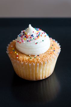 Vanilla Cupcakes mit Vanilla Buttercreme | Backeifer.de