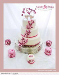 Biało-różowy tort weselny, tort z serduszkami, serduszka, piętrowy tort weselny, mini cake, różowe mini cake na wesele