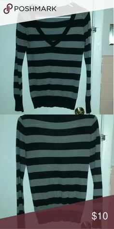 Forever 21 sweater Cute forever 21 striped sweater.Soft sweater in great condition gently used. Size M. Forever 21 Sweaters V-Necks