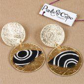 Orecchini di colore oro con inserti di stoffa a disegno etnico 10,0€  #fashion #orecchini #moda