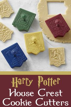 Celebrate the iconic houses of HOGWARTS School of Witchcraft and Wizardry with Harry Potter cookie cutters. #ad #harrypotter #hogwarts #cookiecutters #harrypotterfan #potterhead #housecrest