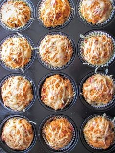 Die Pizzamuffins als herzhafte Muffins sind ein köstlicher Begleiter zu Gegrill… The pizza muffins as hearty muffins are a delicious accompaniment to grilled food or are also excellent as an appetizer with a good glass of wine.