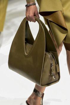 Farb-und Stilberatung mit www.farben-reich.com - Antique Bronze Zip Handbag Click for more