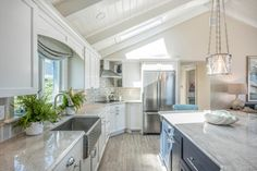 Looking for Cottage Kitchen ideas? Browse Cottage Kitchen images for decor, layout, furniture, and storage inspiration from HGTV. Beach Cottage Style, Beach Cottage Decor, Coastal Cottage, Coastal Homes, Coastal Decor, Coastal Kitchens, White Kitchens, Beach House, Cottages By The Sea