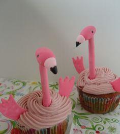 Mein Patenkind hatte sich zum Geburtstag Himbeer-Cupcakes gewünscht. Der Wunsch ist mir natürlich Befehl ;) Nur eine passende Deko muss...