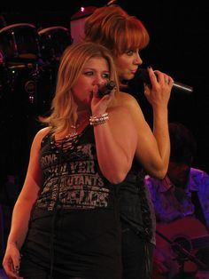 Kelly Clarkson & Reba McEntire -- Reba's been her role model for years. Reba's husband, Norville, is Kelly's manager -- along with Blake Shelton, Jason Aldean and no telling who else.