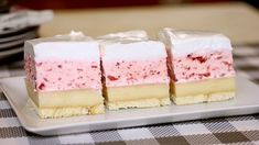 Nepečené jahodové pokušenie Torte Recepti, Kolaci I Torte, Czech Recipes, Croatian Recipes, Sweet Recipes, Cake Recipes, Dessert Recipes, Czech Desserts, Summer Cakes