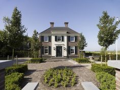 Verzamelpagina Classicistisch - Friso Woudstra New Home Designs, Netherlands, Sidewalk, New Homes, Exterior, House Design, Villa, Mansions, House Styles