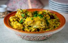 Saffron Chicken Morocccan saffron chicken is a really exotic yet easy one pot meal that can be made in a tagine or slow cooker. Morrocan Food, Moroccan Dishes, Moroccan Recipes, Persian Recipes, Saffron Chicken, Tagine Cooking, Saffron Recipes, Tagine Recipes, Easy One Pot Meals