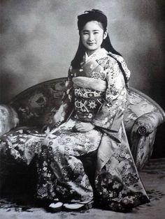 Kiko Kawashima (now Princess Akishino), in picture of ceremony celebrating Coming of Age Day, January 15, 1986.
