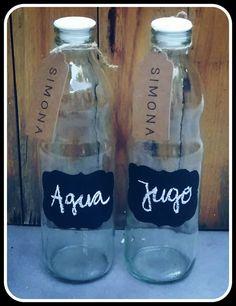 Botellas de Vidrio Capacidad 1 LITRO Con Etiqueta Pizarron. No se despega! Es pintada a mano.