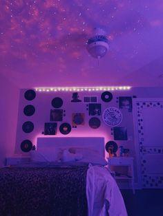 Neon Bedroom, Cute Bedroom Decor, Room Ideas Bedroom, Teen Room Decor, Small Room Bedroom, Bedroom Inspo, Vintage Bedroom Decor, Pretty Bedroom, Ideas Decorar Habitacion