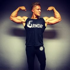 140 vind-ik-leuks, 4 reacties - Kane Vissers (@kanevissers) op Instagram: 'Sunday ARMDAY! 💪💥 Armday fitted tanktop by #VintageGenetics Check out the new collection @…'