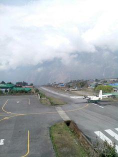 Лукла встретила облачностью и мягкой посадкой.  С трека к Базовому лагерю Эвереста http://hikeup.net/trekk/7/
