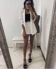 Blazers, En Stock, Blazer Outfits, Boss Lady, Mini Skirts, White Dress, Shorts, Chic, Instagram Posts