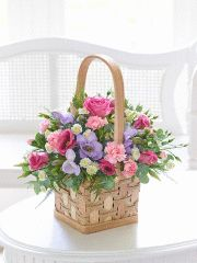 Scented Pink and Lilac Basket Featuring lilac freesia, pink lisianthus, pink large headed rose, a white spray chrysanthemum and light pink spray carnations with asparagus fern, eucalyptus and rosemary presented in a natural softwood basket. Pink Gift Box, Pink Gifts, All Flowers, Beautiful Flowers, Happy Birthday Country, Flower Centerpieces, Flower Arrangements, Rose And Lily Bouquet, Cocktail Gift Set