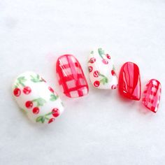 Cherries + Checks in RED. Ideas for manicures.  ハンドメイドマーケット minne(ミンネ)| ギンガムチェリーネイル*ネイルチップ