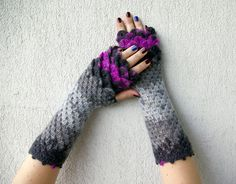http://sosuperawesome.com/post/134965450552/sosuperawesome-fingerless-gloves-by-mareshop-on