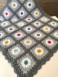 Crochet Bedspread, Crochet Blanket Patterns, Baby Blanket Crochet, Crochet Baby, Manta Crochet, Crochet Granny, Yarn Projects, Ideas, Granny Squares