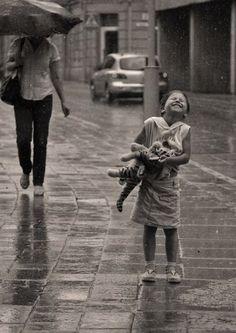 I love rain Walking In The Rain, Singing In The Rain, Paul Jean Toulet, I Love Rain, Rain Dance, Jolie Photo, Rain Drops, Rainy Days, Black And White Photography