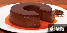 1 caixinhas de pudim diet sabor chocolate 5 colheres de sopa de leite em pó desnatado 2 colheres de sopa de Whey Protein de chocolate 1 colhere de sopa de cacau solúvel 10 a 20 gotas de adoçante dietético 1 litro de água filtrada