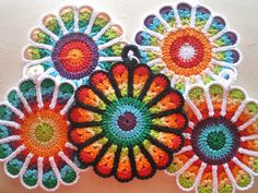 Flower Potholders by Jennifer Martin: free pattern.