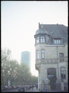 https://flic.kr/p/WUxRXL | Morning at Franfrurt am Main | Olympus pen-s 30mm Zuiko lens half-frame 35mm film, scanner EPSON PX-820