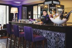 The 58 Bar & Lounge welcome you to taste more than 80 varieties of Champagne. Champagne Bar in Paris.