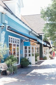 Beautiful Clapboard Shops at Bicester Village Shop House Plans, Shop Interior Design, London Travel, Vintage Shops, Beautiful Places, Around The Worlds, Patio, Outdoor Decor, Outdoor Spaces