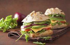 Confira receitas de sanduíches naturais que podem ser consumidos em diferentes momentos do seu dia, com ingredientes diferentes para não cair na rotina.