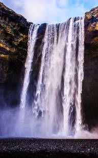 Der riesige Wasserfall Skogafoss in Island