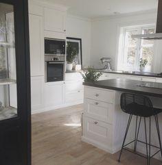 Nordic kitchen Nordic Kitchen, Nordic Home, Kitchen Island, Home Decor, Island Kitchen, Decoration Home, Room Decor, Home Interior Design, Scandinavian Kitchen