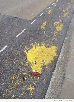 Bob l'éponge écrasé sur une piste cyclable !