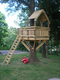 The kids will have a big fun when playing in a little house built up in a big tree. Here are the DIY tree house plans you can consult. Backyard Playground, Backyard For Kids, Backyard Projects, Playground Kids, Backyard Fort, Backyard Treehouse, Backyard Ideas, Tree House Playground, Backyard House