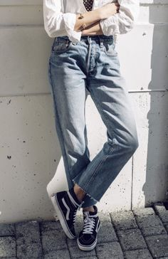 How to Wear Loose Jeans Outfit Nowadays Jeans And Vans, Mom Jeans, Loose Jeans Outfit, Denim Fashion, Fashion Outfits, Hippie Fashion, Women's Fashion, Boho Hippie, Modest Fashion