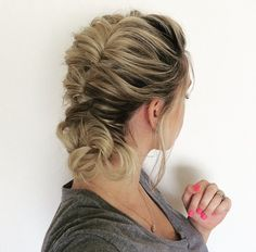 Topsy Tail Hairstyle on my dirty hair today. Not too sure what my hand is doing… Nurse Hairstyles, Wedding Hairstyles, Tail Hairstyle, Medium Hair Styles, Long Hair Styles, Wedding Hair Inspiration, Mermaid Hair, Hair Today, Hair Dos